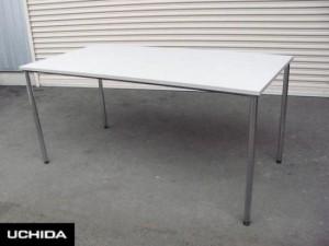 4本脚テーブル
